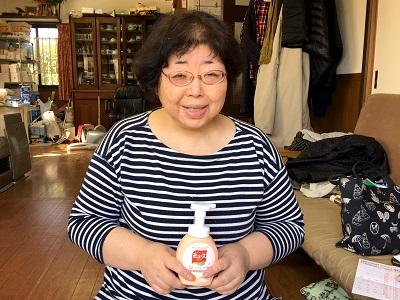 春日市のお客様より、片付け専門の便利屋、便利屋なんでもお助け隊(福岡)(福岡)へ大きなアンティークの机の片付けのご依頼です。今回、模様替えを行う際に机を処分することになりご相談をいただきました。自分ではとても処分することができませんでしたので、本当に助かりましたと最後はにっこり笑顔で写真撮影のご協力をいただきました。また不用品処分・粗大ゴミで困った際はぜひご相談ください。